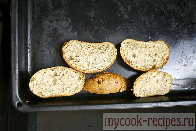 lay out pieces of bread on a baking sheet
