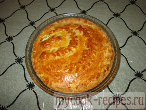 готовый пирог с рисом и яйцом